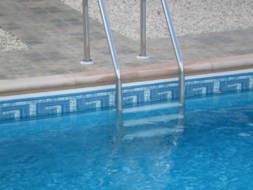 temizlenmiş havuz suyu